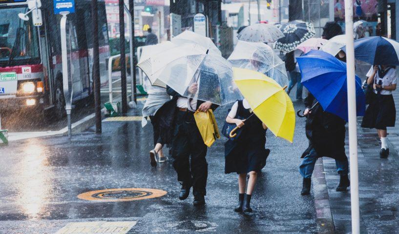 台風19号2019の東京での備えの買い物で断水対策や防災グッズも必須!